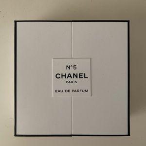 Chanel no5 with a twist set